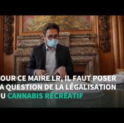 Arnaud Robinet, maire de reims dans son bureau pendant un repportage réalisé par huffing ton post